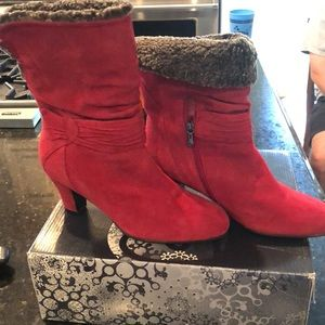 Blondo red suede booties with shearling liner 9.5